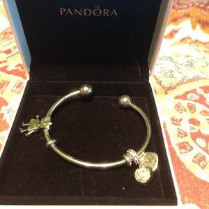 Pandora cuff bracelet 🌺